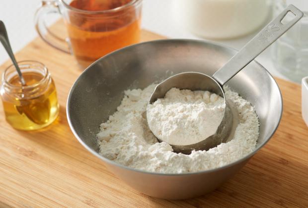 小麦粉、蜂蜜等の食パンの材料